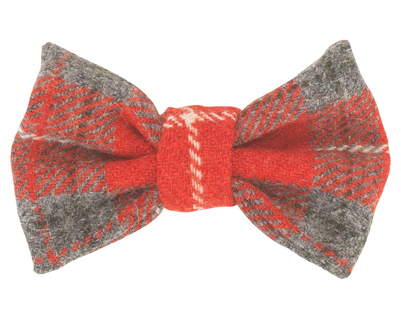 You know what it's like if it's a Black Tie do and you have nothing to wear! So why not add a touch of splendour to your dog's outfit with a hand-made dog Hoxton Tartan Harris Tweed Bow Tie. Slip it on to your dog's collar to cut a sartorial dash whenever the situation calls for it.
